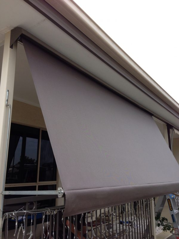 Automatic awning with hooding 2 600x800 - Automatic Awning