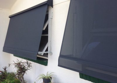 Automatic awning with hooding 400x284 - Gallery